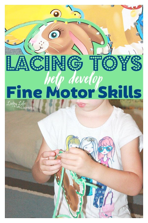 One of the loveliest fine motor skills is lacing. Not only does it facilitate these important skills, but also concentration and focus. Lacing toys develop fine motor skills!