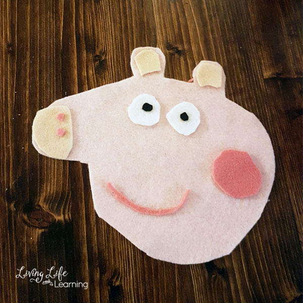 A simple kid-made Peppa Pig Christmas Ornament your kids will treasure for years to come.