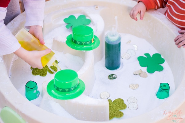 St. Patrick's Day has so many fun symbols! Use them to explore a popular chemical reaction with baking soda and vinegar and do some quick and simple fizzy St. Patrick's Day science!