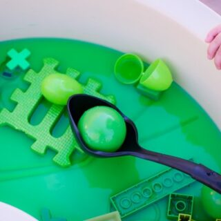Simple water play for kids: My toddler had great fun with this monochromatic green sensory soup - and he learned a little something about the color green at the same time!
