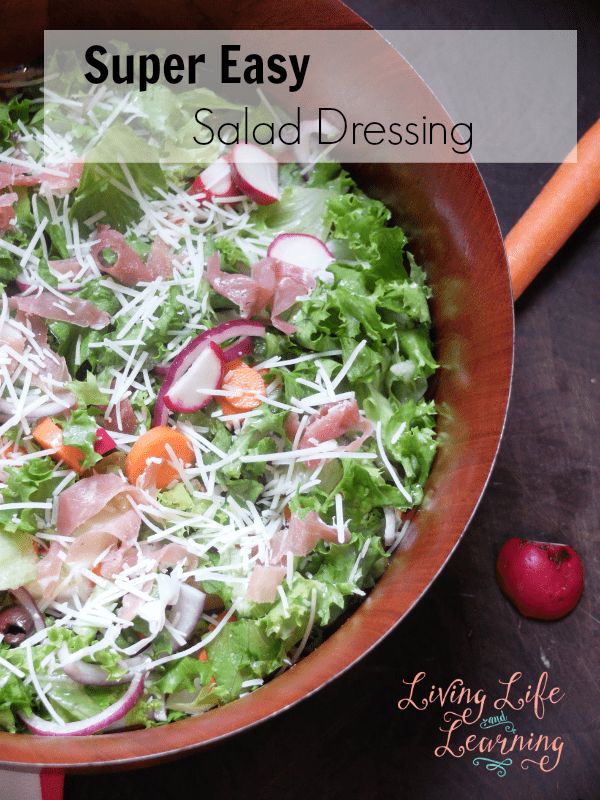 No time to meal plan? Whip up this Super Easy Salad Dressing to jazz up any salad