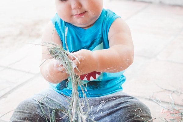 Quick and simple messy activities for toddlers: Three simple ingredients make for a ton of fun with this Goopy Grass Sensory Play activity!