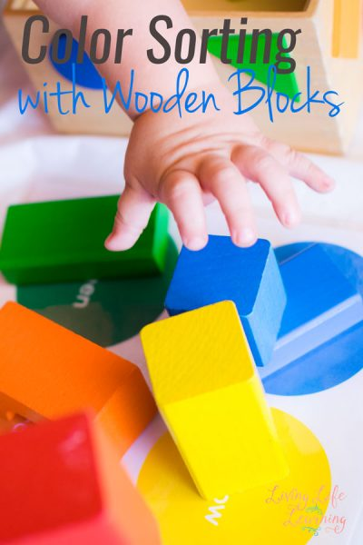 No special items required to teach your toddler his or her colors: Try this simple color matching with wooden blocks - free printable included!