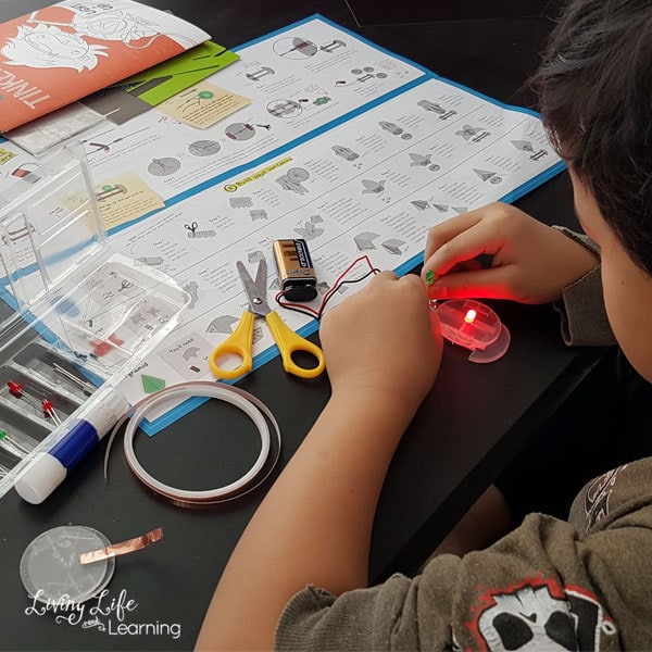 A fun way to explore electric circuit with these hands-on science projects all in one kit