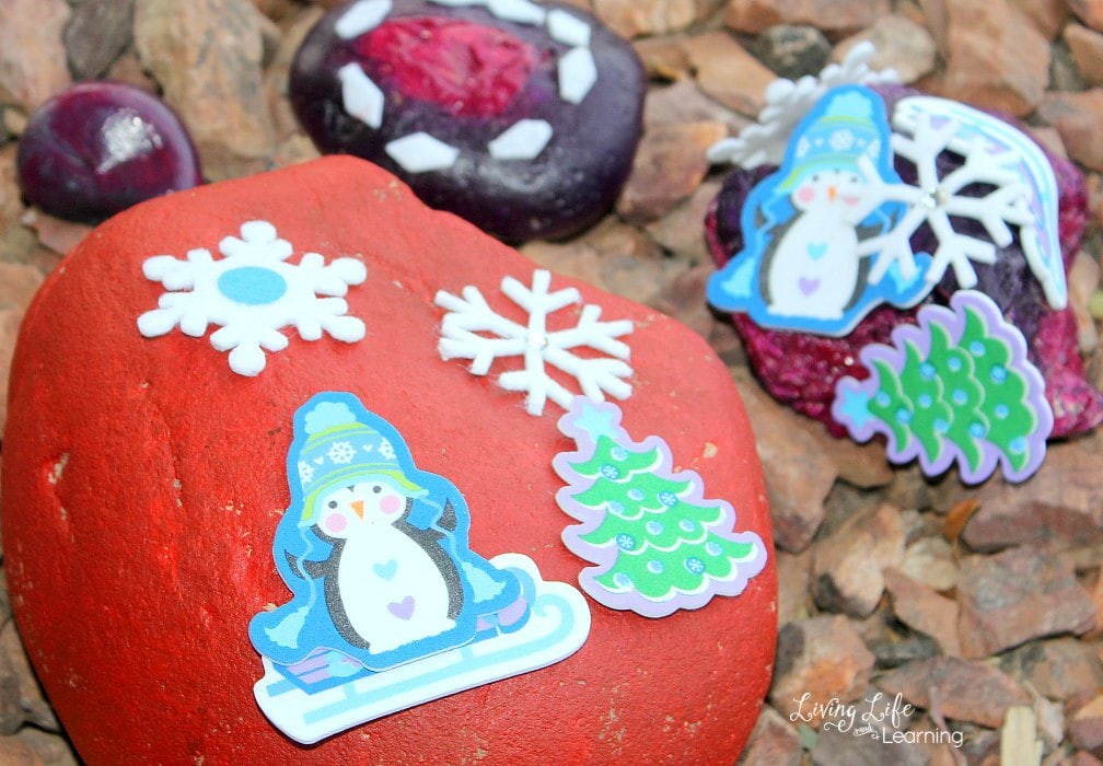 We have discovered just how much we like to paint rocks that we are always looking for painting rocks ideas for kids to use. In this post, we will be showing you some Christmas rock painting for kids!