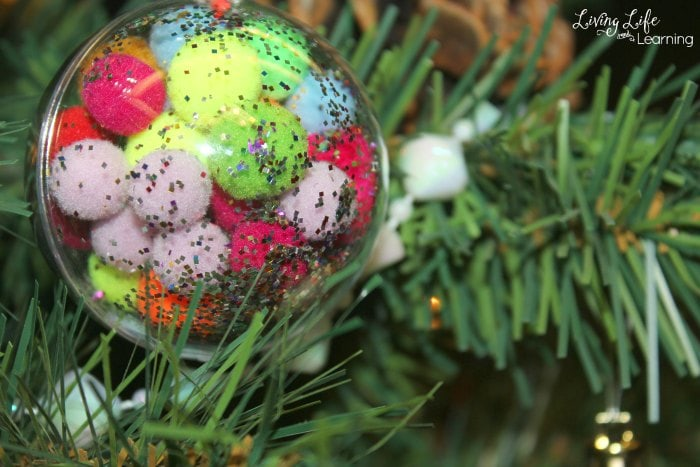 Adorable DIY Christmas ornaments for kids that are easy and special. They will make your Christmas tree look amazing!