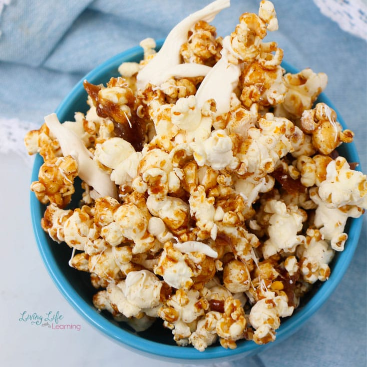 A super simple Cinnamon Bun Popcorn Recipe that is delightfully delicious. This is a perfect treat for a neighbor, teacher or friend gift or to snack on with your favorite movie!