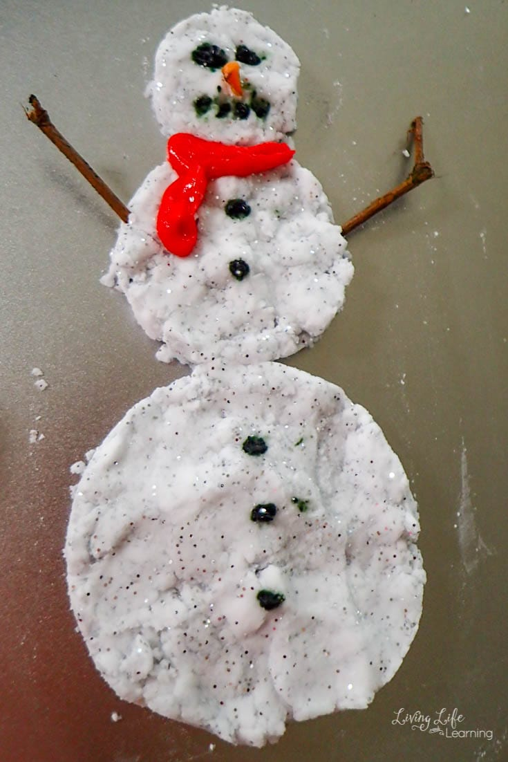 Fizzy snowman science experiment your kids will love