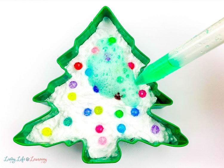 Fizzy Baking Soda Christmas Tree Experiment with vinegar